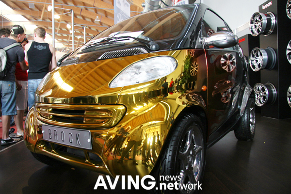 gold plated Benz Smart tuning-car