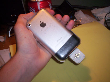 iPhone DIY HACK - iFlash, External Flash for the iPhone