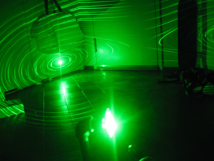 Zedomax DIY - How to Make a Simple Green Laser Projector!