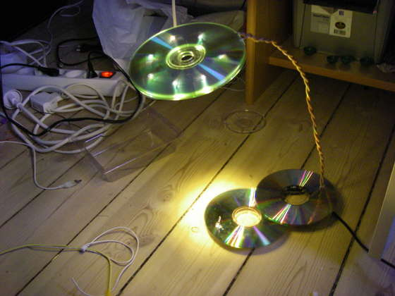 DIY – How to Make an LED USB CD Lamp!