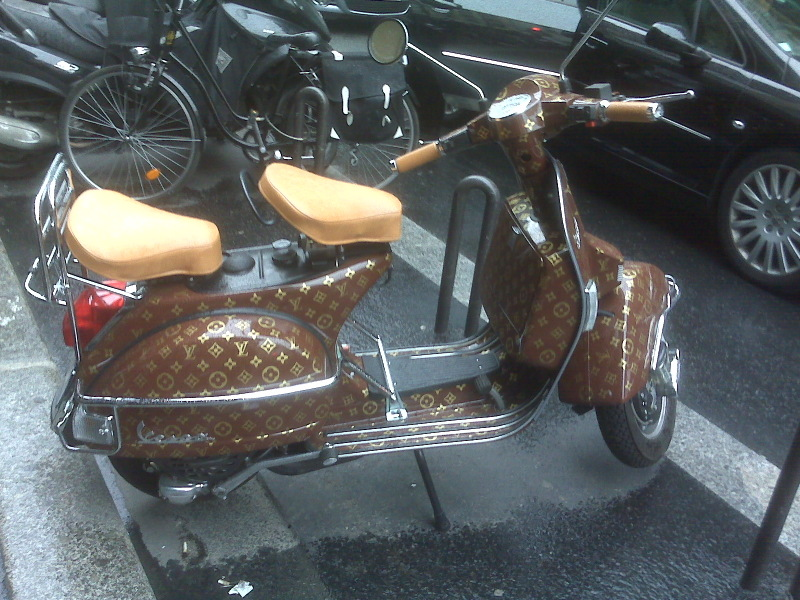 VESPA SCOOTER ORIGINAL CLEAN NICE VINTAGE IT IS MISSING ITS SEAT