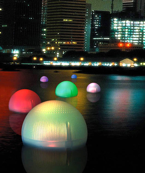 Solar Floating Ball emits Changing Colors at Night!