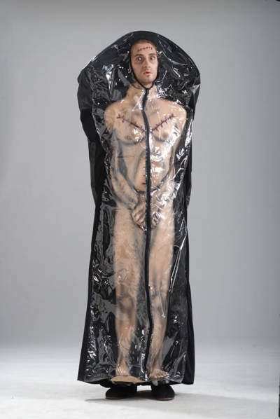 http://zedomax.com/blog/wp-content/uploads/2008/10/body-in-bag-costume.jpg