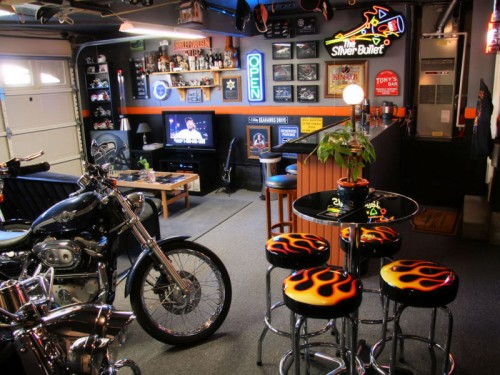 Here's the ultimate DIY Harley Davidson-themed garage bar, I am