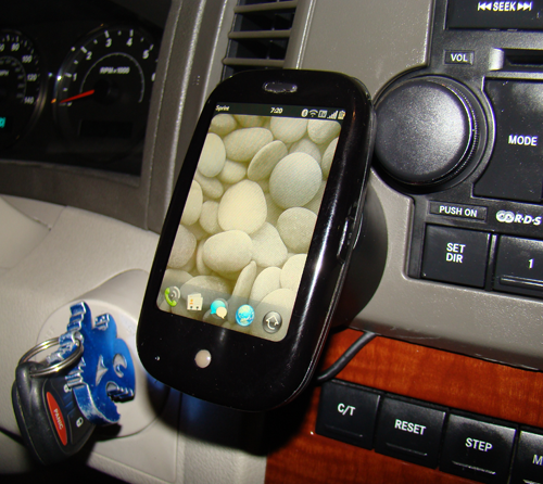 palm-pre-car-mount-1