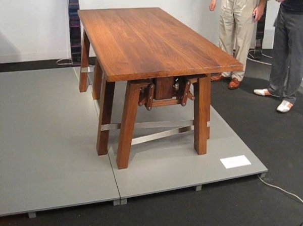 walking-table-1